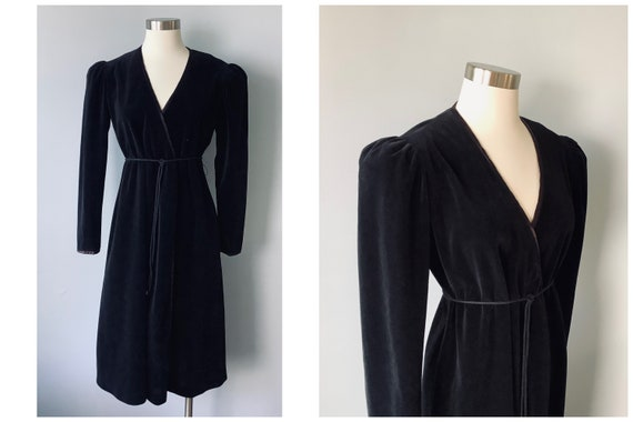 1950s Vintage Tina Paige Black Stretch Velvet Wrap