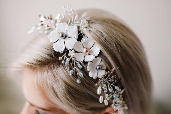 Peigne de mariée floral. Accessoire de cheveux blancs de fard à joues. Bandeau de mariage. Peigne en feuilles gris argent.