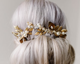 Gold Crystal Bridal Comb. Pearl Gold Brides Hair Accessory. Golden Leaves Wedding Headpiece. Botanical Bridal Comb.