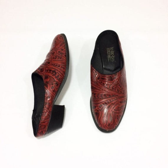 bd7671f00aa1 90s EMBOSSED Leather Mules Slip On red Leather Round Toe Size