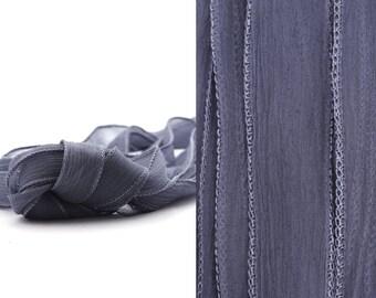 Seidenband Crinkle Chiffon Nachtblau handgenäht handgefärbt