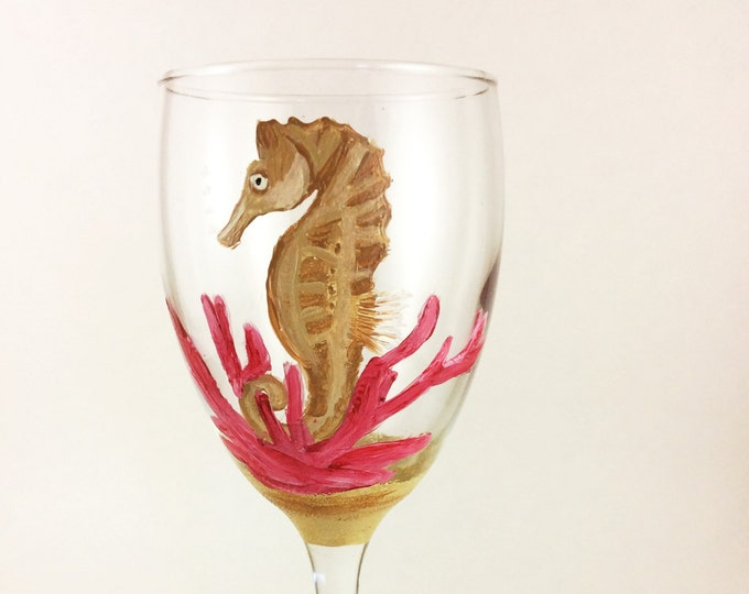 Seahorse wine glass, Coastal Decor, Seahorse Art, Custom wine glass, gift for her, Mothers day gifts, home decor, Best wine glasses, gifts