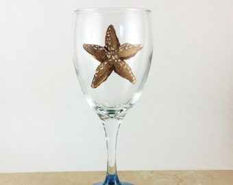 Pained wine glasses, Best wine glasses, Beach Decor, Star Fish, Custom wine glass, Mothers day gift, gift for her, Ocean beach decor, Gifts