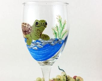 Hand painted Wine glasses, Sea Turtle wine glass , 10.25oz wine glass