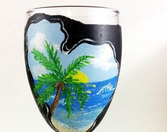 Hand painted glasses, Wine lover gift, Beach Lover gift, tropical wine glass, Ocean wedding, Beach wedding, Beach gift, custom wine glasses