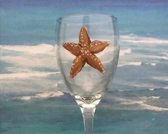 Starfish Wine glass - Hand painted 10.25oz wine glasses, Ocean Wine Glasses, Beach gift ideas, starfish wine glasses, Mother's day gift