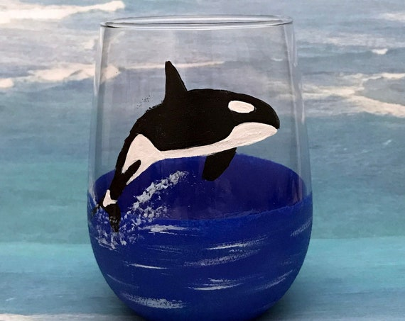 Whale wine glasses, Hand painted killer whale glasses, Ocean wine glasses, Beach Scene, Wine lover gifts, killer whale decor, whale art