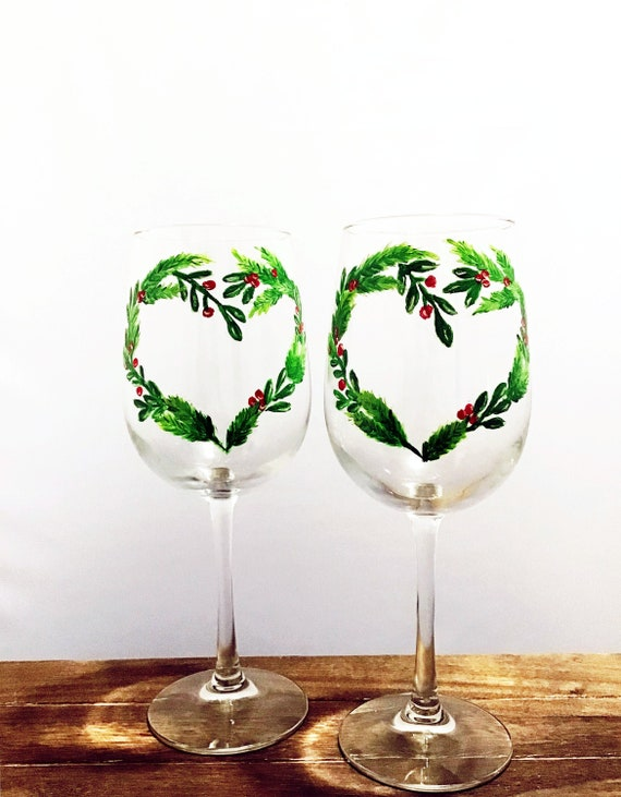 Christmas Wreath Wine Glass, Christmas Wine glasses, Hand Painted Christmas Wine glasses, Holiday Glasses, Heart Wreath