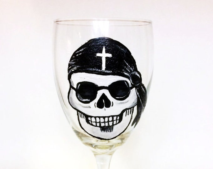 Hand painted Sugar Skull Wine Glasses, Cinco De Mayo Wine glass, Dia de Los Muertos art,