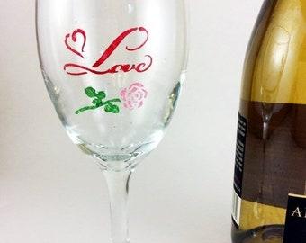 Holiday Sale Love wine glass, Best wine Glasses, custom wine glass, Wedding glasses, personalized glass, anniversary glasses, bridal shower,