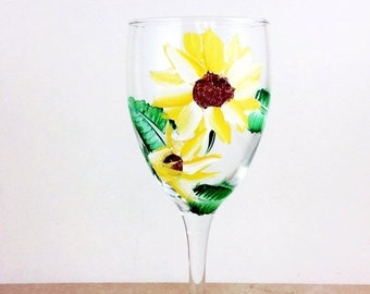 Holiday Sale Sunflower Glasses, Painted Wine Glasses, Sunflower Gifts, Sunflower Decor, Bridal shower gift, Bridesmaids Gift, Wine lover gif