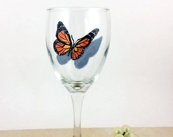 Holiday Sale Butterfly wine glass, Painted wine glasses, butterfly home decor, Best wine gift, Monarch Butterflies, housewarming gifts, Wine