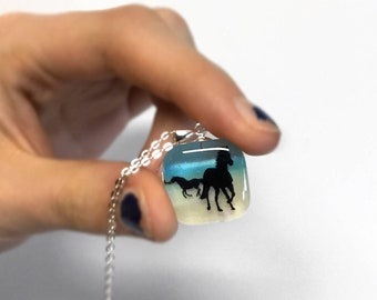 Horse silhouette pendant necklace, horse jewelry, silhouette jewelry, resin jewelry, 925 sterling silver necklace, gift for horse lovers