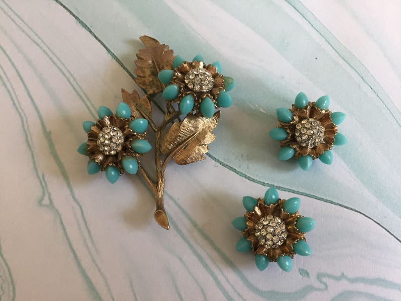 Signed HAR Brushed Gold Toned Metal Leaves 1950s Vintage Floral jewelry set Turquoise Flower Petals Rhinestone Center Blue Flowers