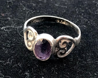 Vintage Sterling Silver ring with Amethyst stone Size 6-1/2 maker's mark