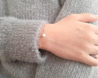 Simple Minimalist Layering Bracelets for Women Handmade Jewelry Gold Tone Chain Link Bracelet Gift for Her Pearl Bracelet