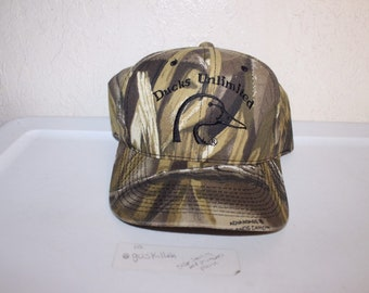16bc886bf0b Vintage 90 s Ducks Unlimited Camo Snapback Hat by Ducks Unlimited