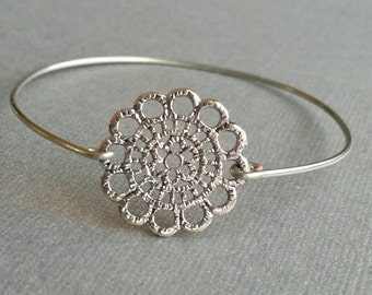 Silver Flower Bangle, Silver Wire Bangle, Minimalist Jewelry, Stackable Bracelet, Layered Bracelet, Bridesmaid Gifts, Maid of Honor Gifts