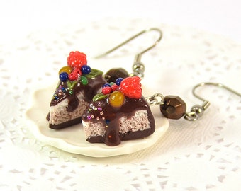 Sweet Cakes Earrings - Polymer clay jewelry - Food jewellery - Pie with berries and chocolate