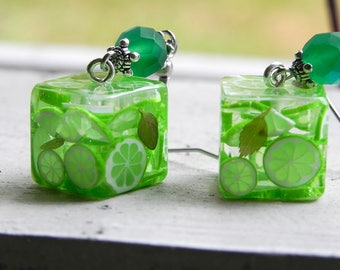 Cube earrings with lime slices in Epoxy Resin - Citrus jewelry - Handmade jewellery - Dangle earrings with lime - Lime earrings