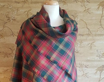 Maple Leaf Tartan Outlandish Shawl with Optional Clan Fraser Pin Selection *FREE SHIPPING*