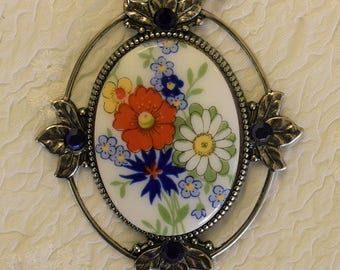 GERMAN glass floral CAMEO vintage style NECKLACE