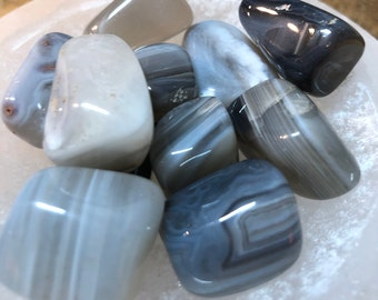 Banded Agate Tumbled Stones / Healing Chakra Stones / Concentration / Honesty / Memory