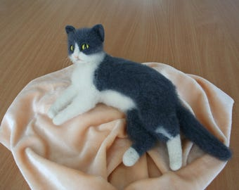 Needle Felted Cat. Gray Felted Cat. Fat Cat. Kitten. Custom Cat Portrait. Green/Yellow Eyes. Pet.Felted Animal. Made to Order.