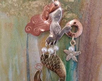 Mermaid white & gold seaside necklace