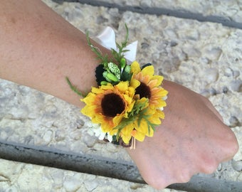 Set 3 Lady's corsages, Sunflower wedding, Accessory bridesmaids, Flower girls,Mother of Bride Groom, Bridesmaids Corsage,Rustic Wedding