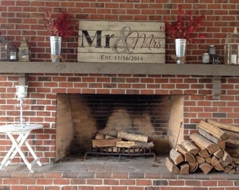 Wooden Sign - 'Mr & Mrs' with Wedding Year - Anniversary Gift - Wedding Gift - Bridal - Pallet sign
