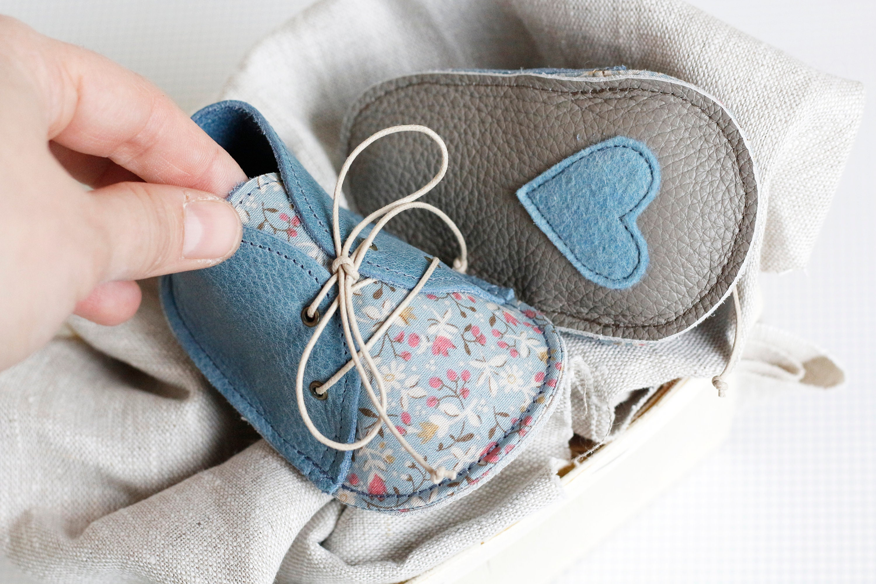 CÉCILE modern soft baby shoes in genuine soft modern leather and cotton 1711d2
