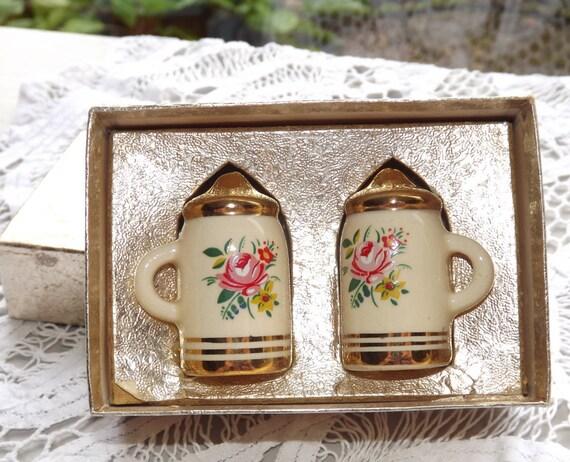 Vintage Dutch Windmill Salt or Pepper Shaker Pot Cruet Delft Style Decorative Porcelain Collectible Home decor dining room