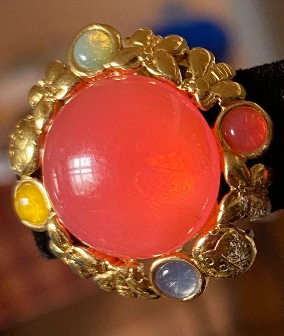 Vintage Trifari earrings signed clip earrings gol… - image 6