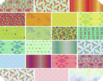 PREORDER - Daydreamer by Tula Pink Fat Quarter Bundle - Reservation Fee - Expected Nov 2021