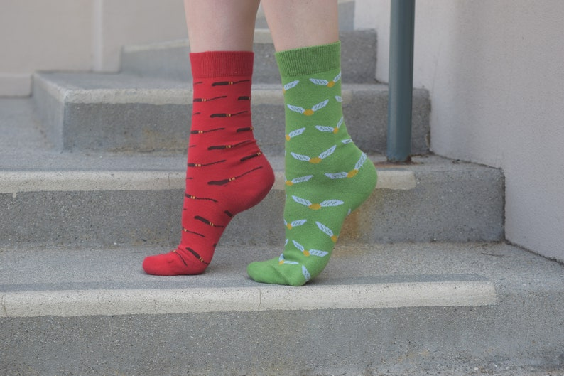 Dobby Christmas Cotton Dress Socks 12 Pairs Men/'s Women/'s Wizarding Adult ML Unofficial w Broomsticks and Snitches Fan Art