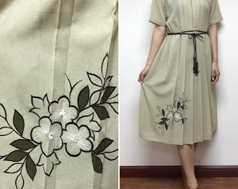 1970s Japanese Vintage Embroidery Floral Dress   Day Dress   Party Dress    Made in Japan   Size Medium 0c36390548886
