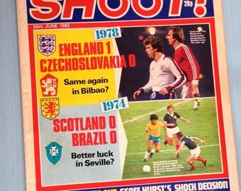 "Vintage June 26 1982 ""Shoot"" Football / Soccer Magazine"