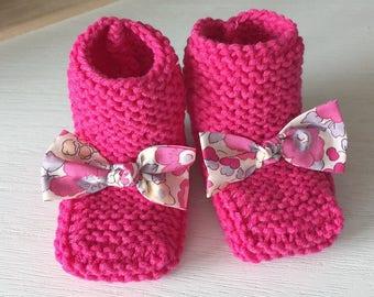 944953f92faf6 Bottons   chaussons bébé en laine framboise et noeud Liberty Betsy  bougainvillier