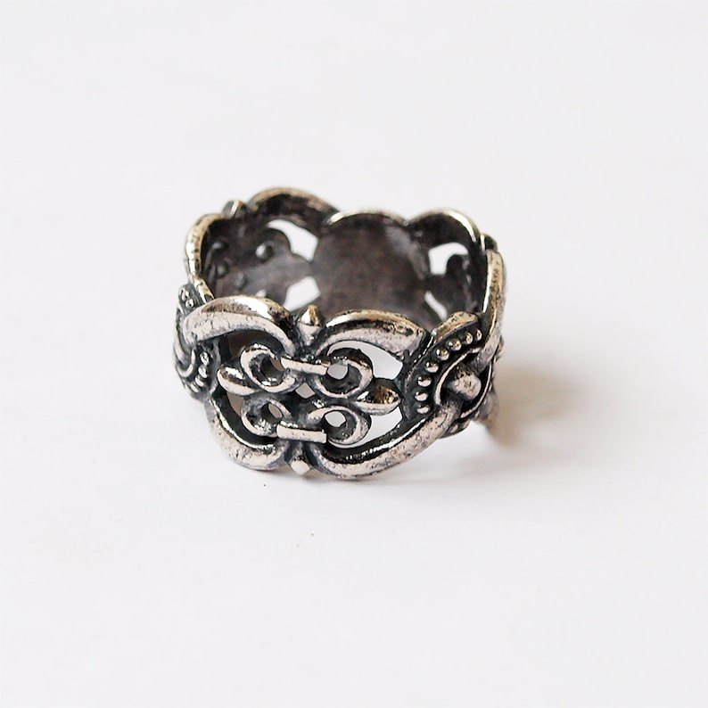 Slavic ornaments, Slavic ring, Slavic jewelry, Knots and Lillies, Lilly  ring, Knot ring, Knot jewelry, Knotted rings, Lillies ring, Ethnic