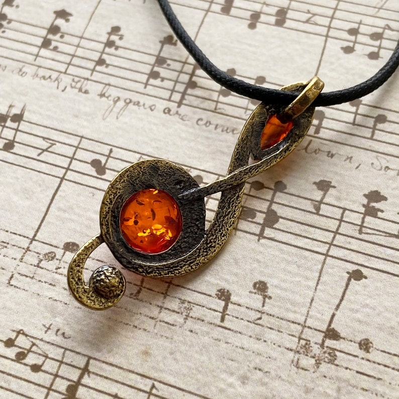 Treble clef pendant with Baltic Amber