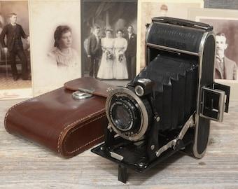 VINTAGE VOIGTLANDER BESSA Folding Camera: 120 Roll Film Camera, With Original Case, Made In Germany.