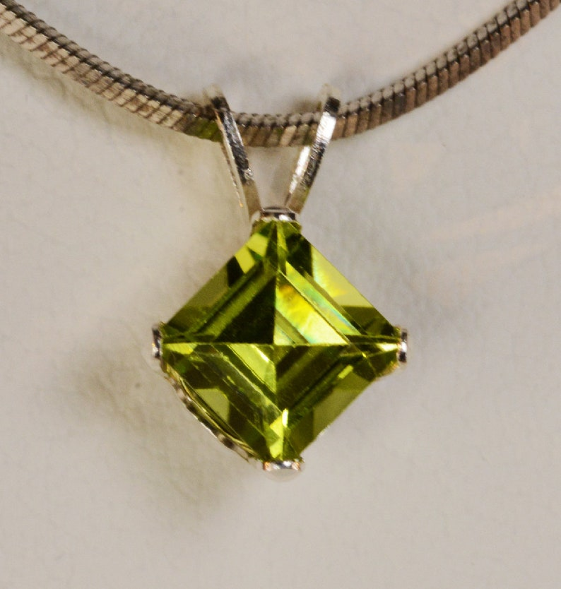 1 Ct Peridot 6mm Princess Cut Pendant .925 Sterling Silver