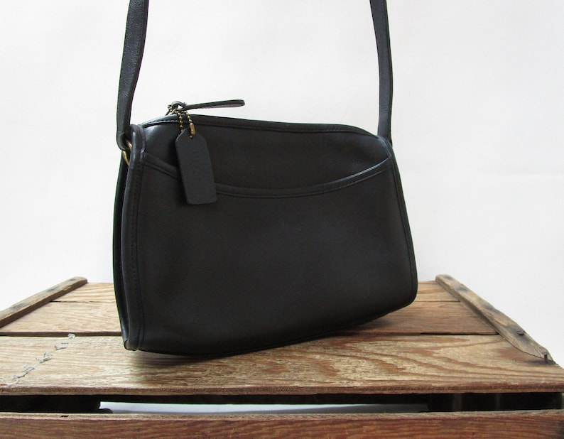 623cf49a17 Coach Vintage Simple Chic Black Leather Zipper Bag Shoulder
