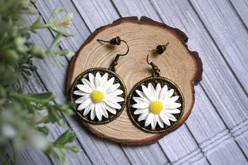 Dangle Daisy Earrings Bold Flower Earrings Resin Flower Earrings Bohemian Earing Statement Earings Unique Boho Earrings Nickel Free Earrings