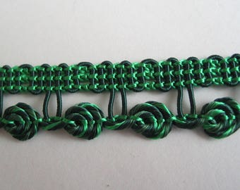 Ombre stripe green forming tiny flowers - ref B3