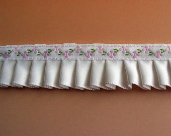 Pleated Ribbon white satin ribbon embroidered flowers pink light - ref C3
