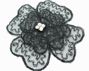 Applying patch flower patch in Black Lace with Rhinestone in the Center - ref 6F square