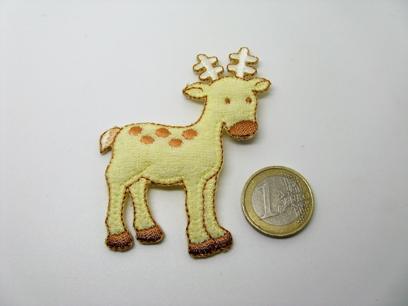Lot of 2 thermostick applications embroidered on yellow buckled fabric deer and zebra pattern