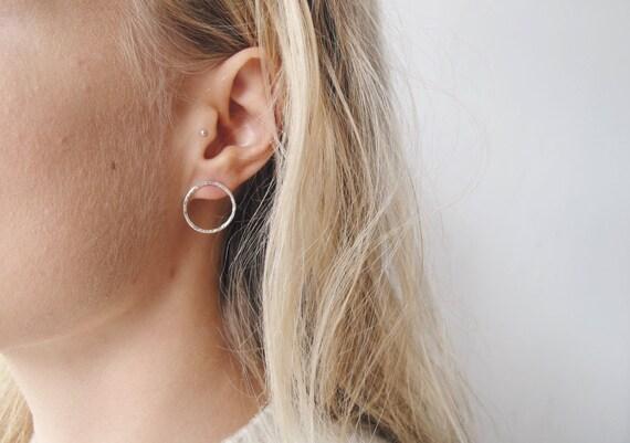 Minimalistische Oorbellen Zilver : Cirkel oorbellen sterling zilveren oorbellen geometrische etsy
